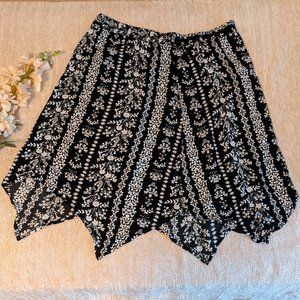 XL Faded Glory Black & White Floral Flowy Skirt